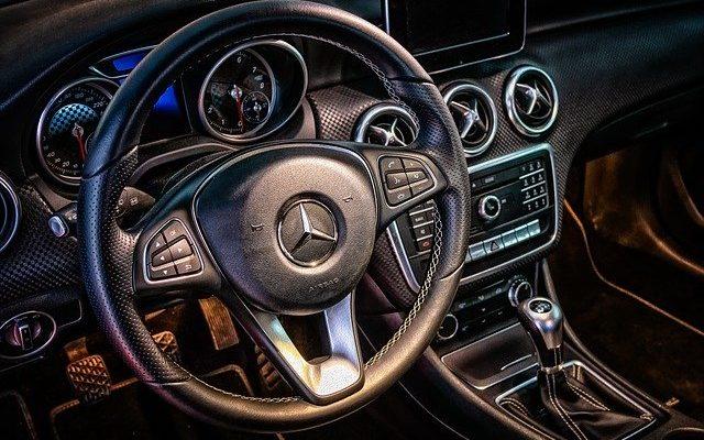 volant de voiture mercedes en cuir