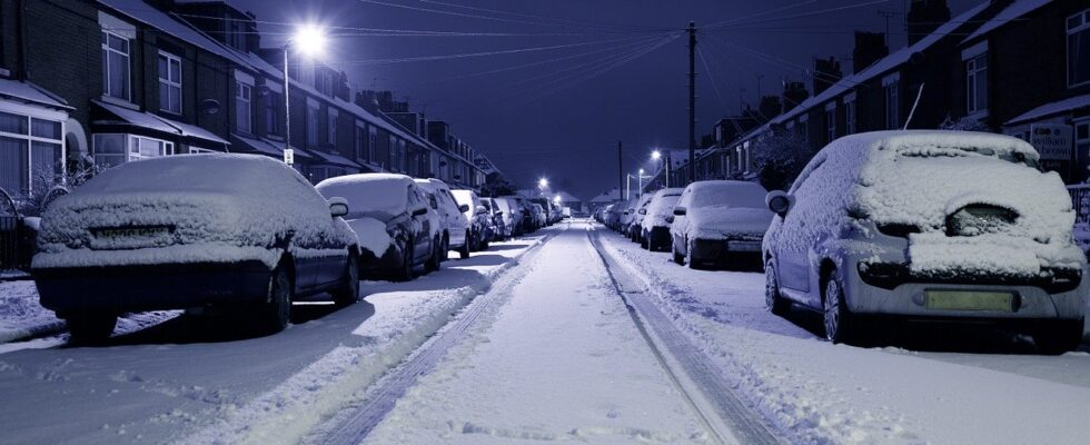 Voiture garé en hiver