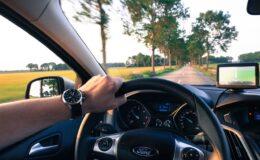 En voiture sur la route